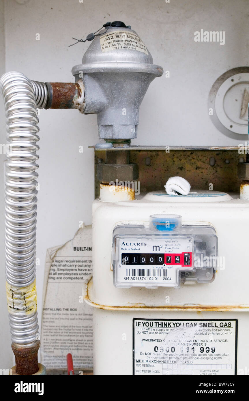 gasmeter gas meter meters estimated bill bills energy use efficiency  efficient use kwh unit units kilowatt hours - Stock Image