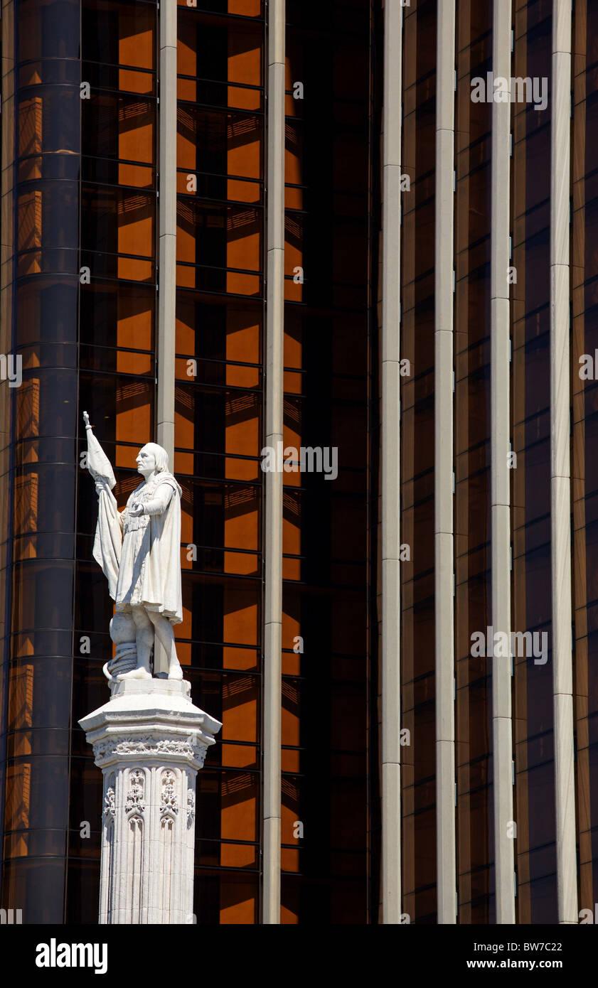 Columbus statue and Torre de Colón, Plaza de Colón, Madrid, Spain - Stock Image