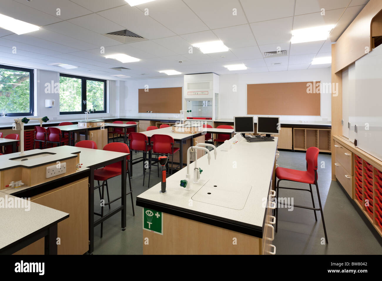 empty Chemistry classroom at  Portsmouth Grammar School New Science Block - Stock Image