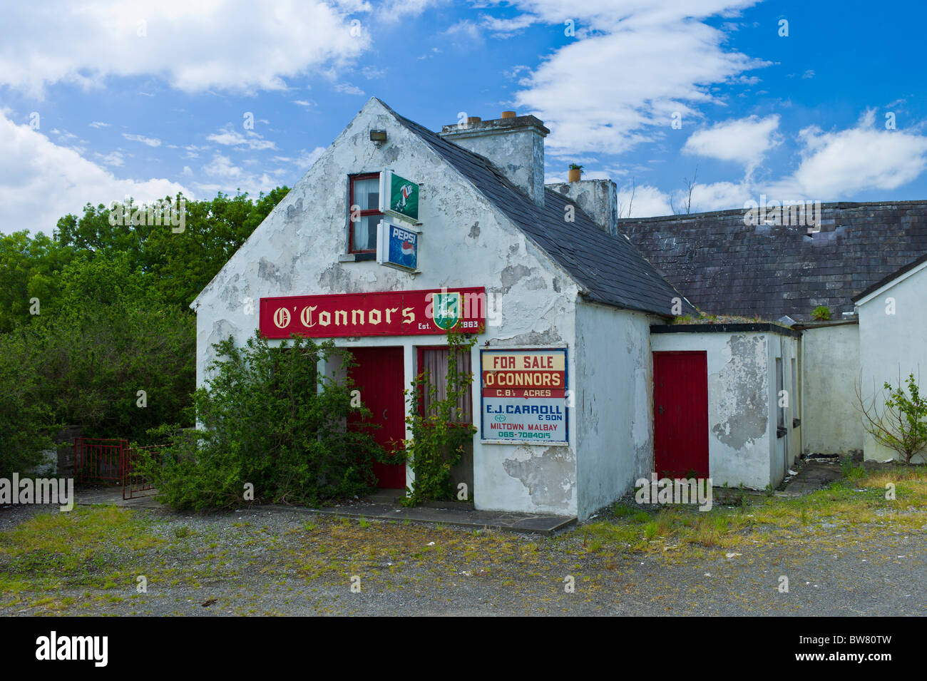 O'Connors disused shop business for sale at Annageragh near Creegh, County Clare, Ireland - Stock Image