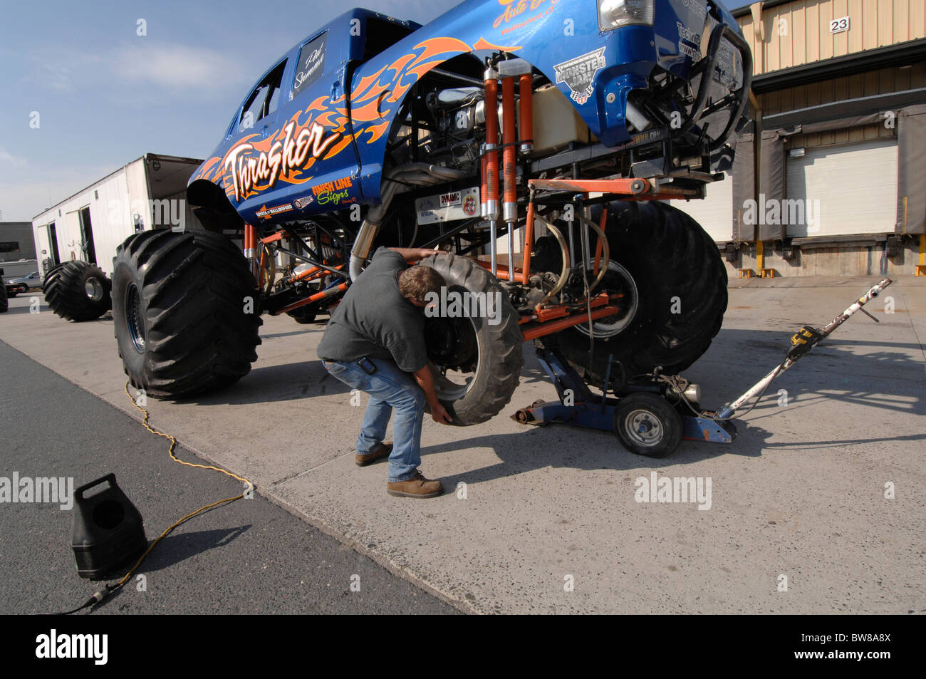 Big Truck Tires >> Taking Big Tires Of Thrasher Monster Truck To Transport