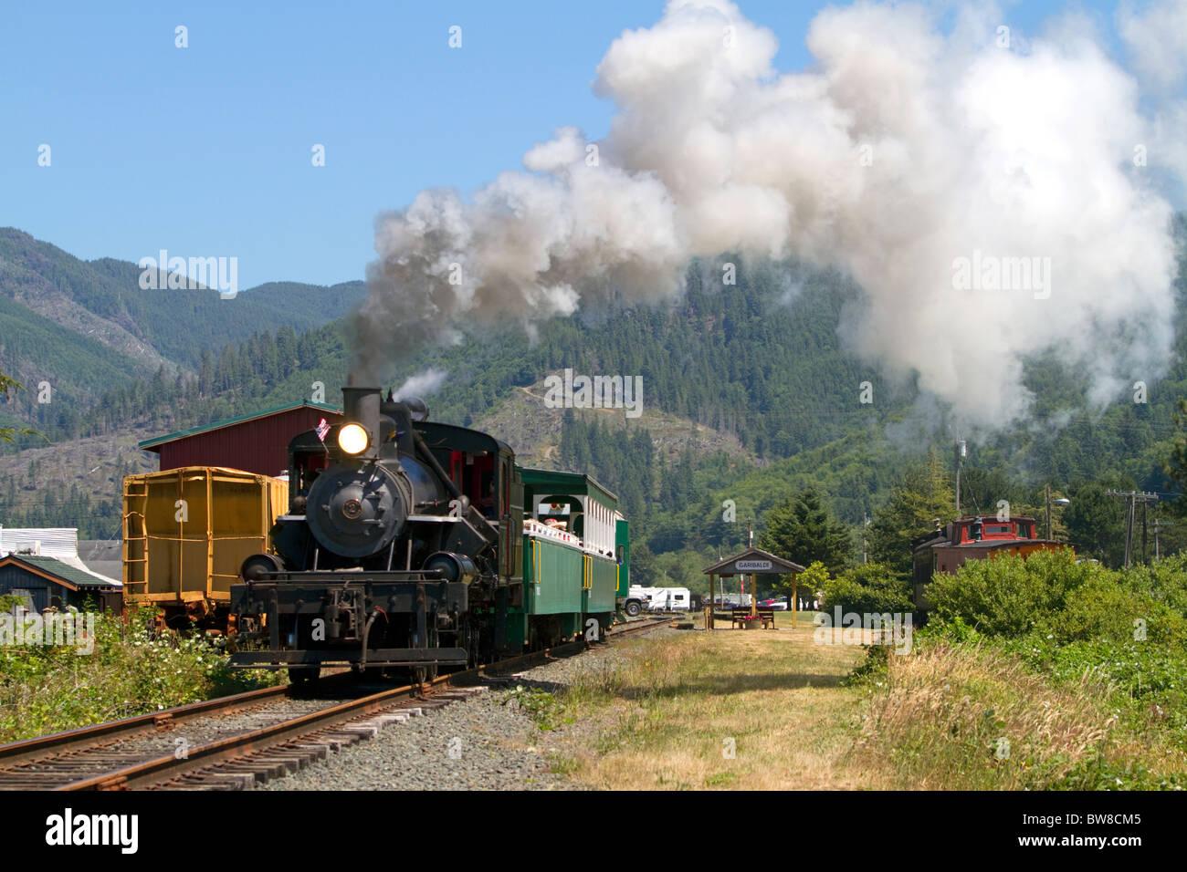 Tourists ride behind a 1910 Heisler Steam Locomotive at Garibaldi, Oregon, USA. - Stock Image