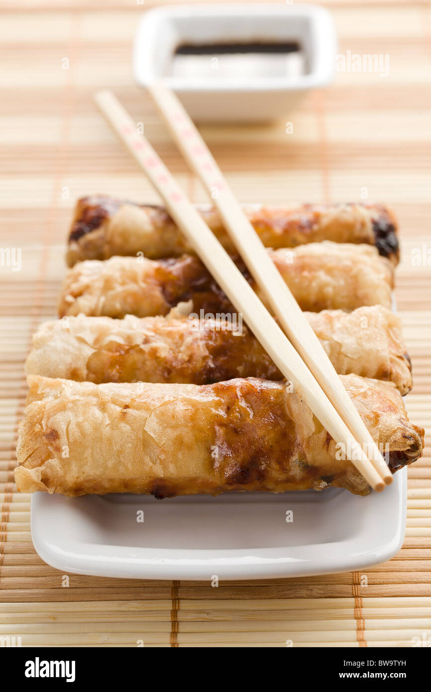 spring rolls on the reed placemats - Stock Image