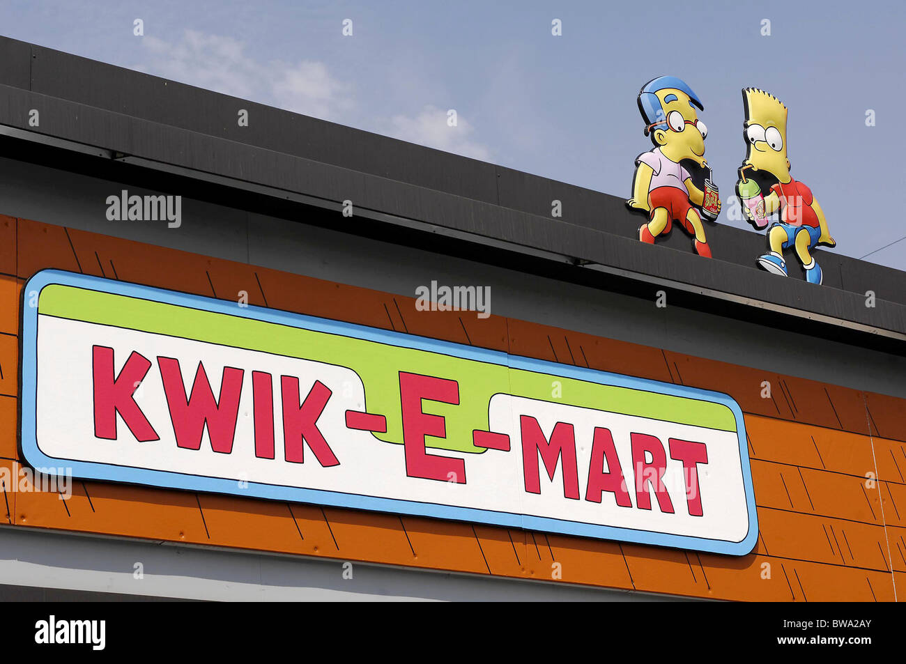 7 Eleven Transformed Into Kwik E Mart To Promote The Simpsons Movie Stock Photo Alamy