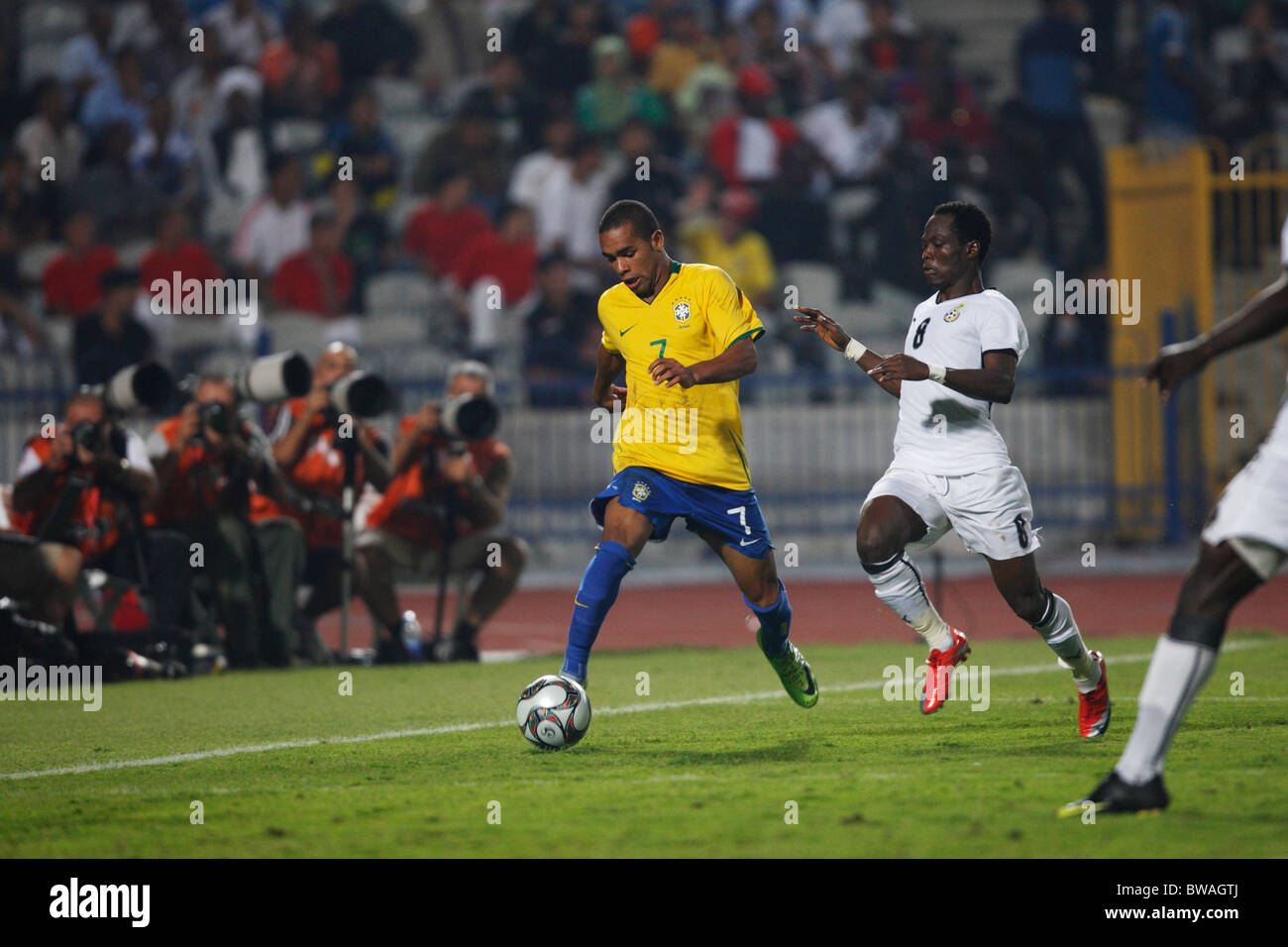 Alex Teixeira of Brazil (7) drives the ball against Ghana during the FIFA U-20 World Cup final October 16, 2009 - Stock Image