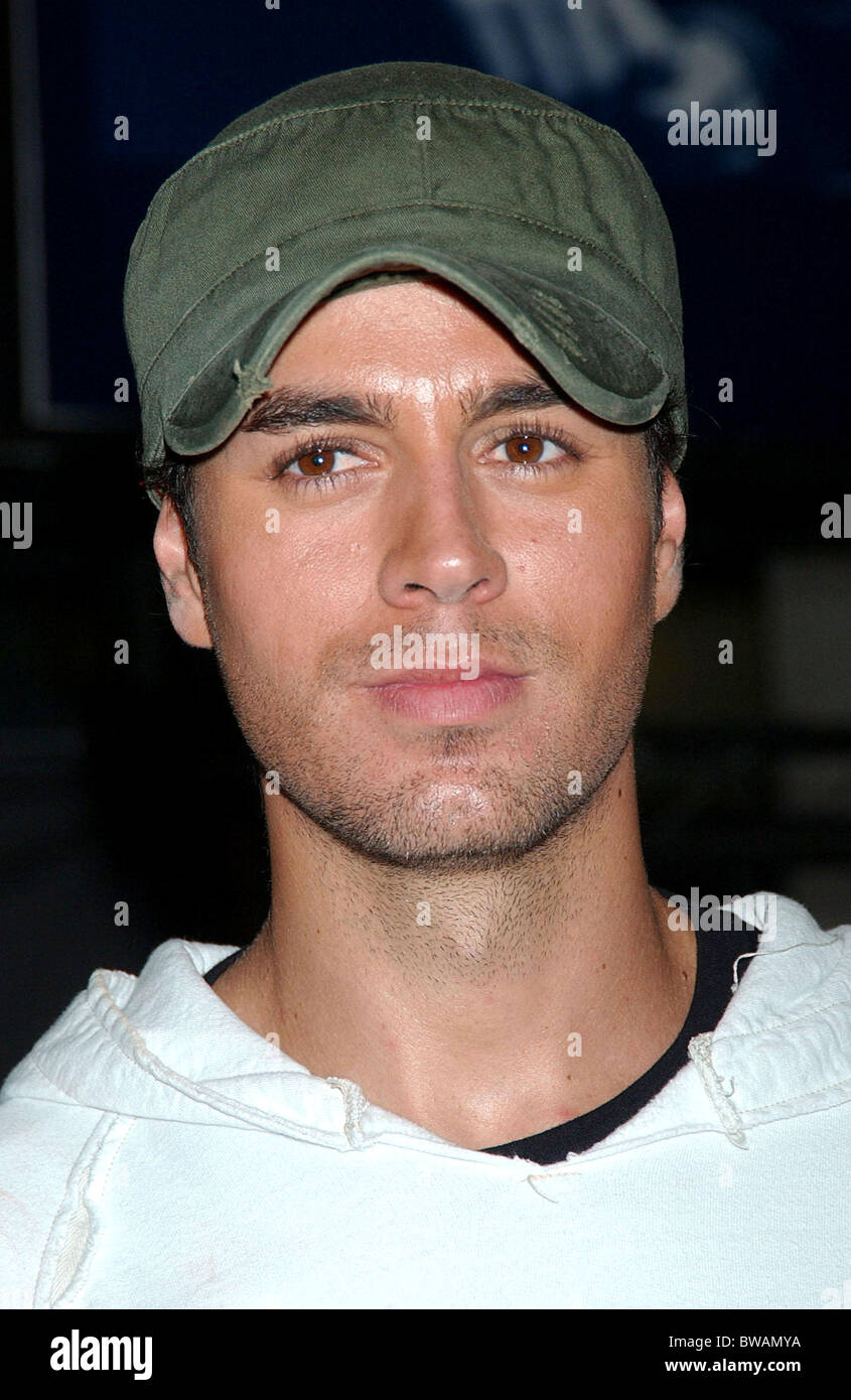 New Insomniac CD Signing by Enrique Iglesias - Stock Image