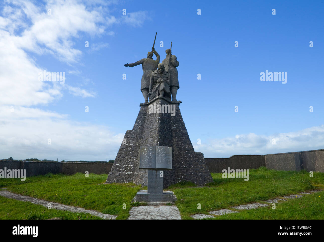 The War of Independence Commemorative Miltary Memorial at Shankhill Cross, Elphin, County Roscommon, Ireland - Stock Image