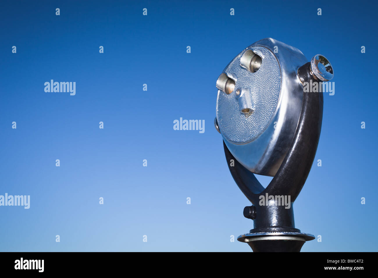 Telescopic viewer against blue sky - Stock Image