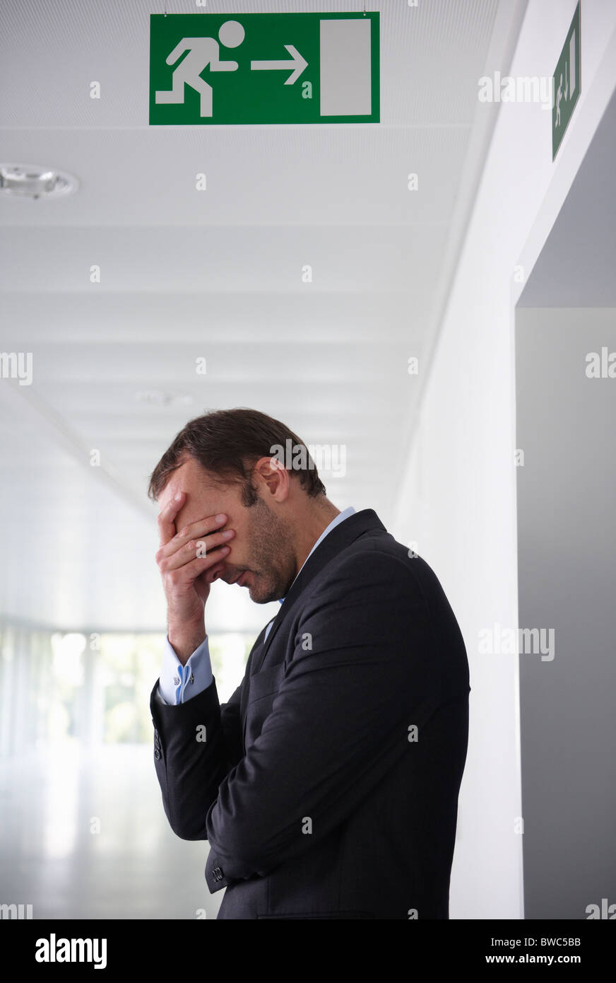 Businessman in empty office, sad - Stock Image