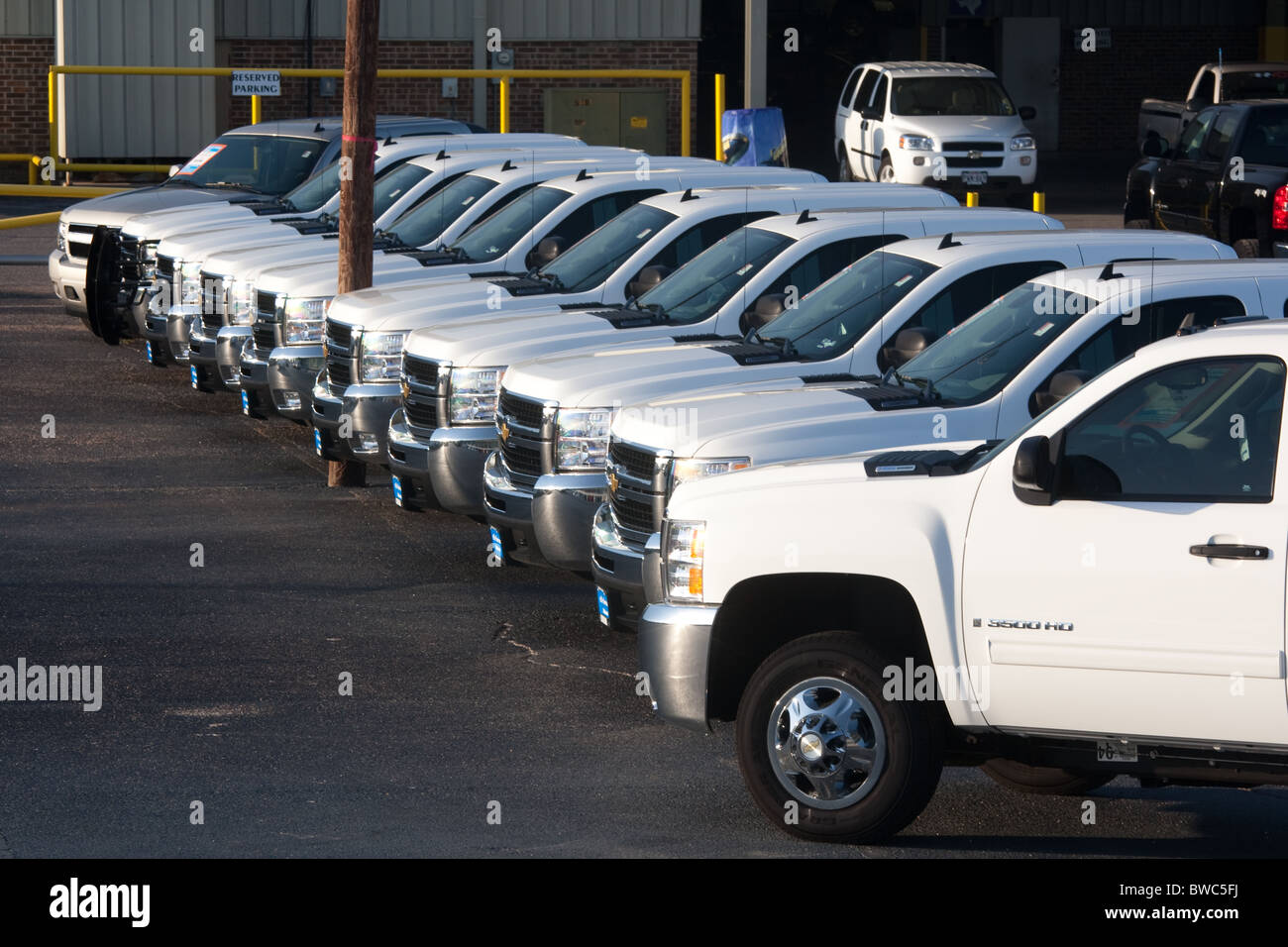 Attractive New White Pickup Trucks On Chevrolet Dealershipu0027s Lot In San Angelo, Texas