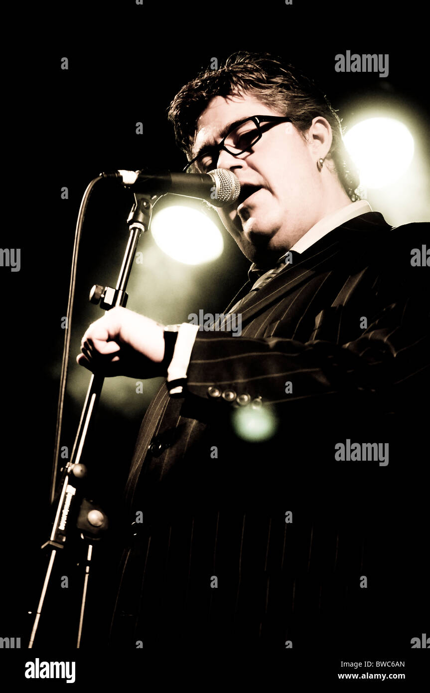 Phil Jupitus fronting the Blockheads - Stock Image
