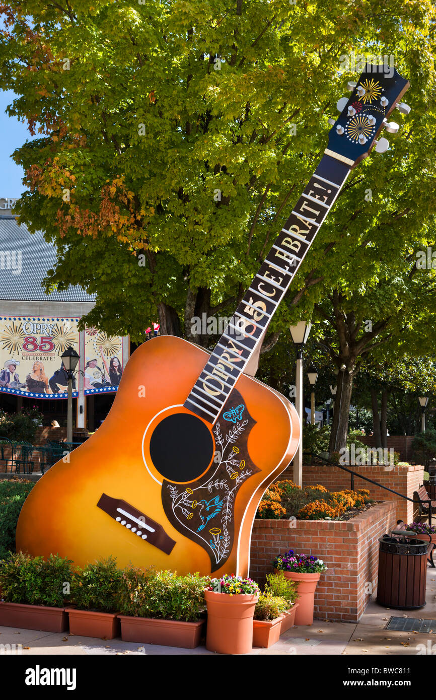 Giant guitar at the entrance to the Grand Ole Opry, Opryland, Music Valley, Nashville, Tennessee, USA - Stock Image