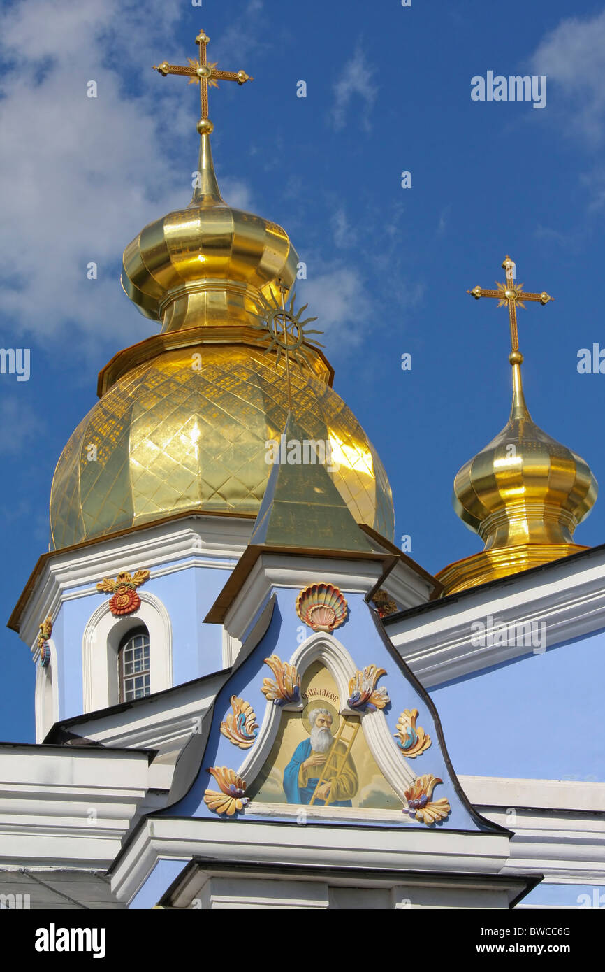 Golden domes of Saint Michael Orthodox church in Kiev, Ukraine - Stock Image