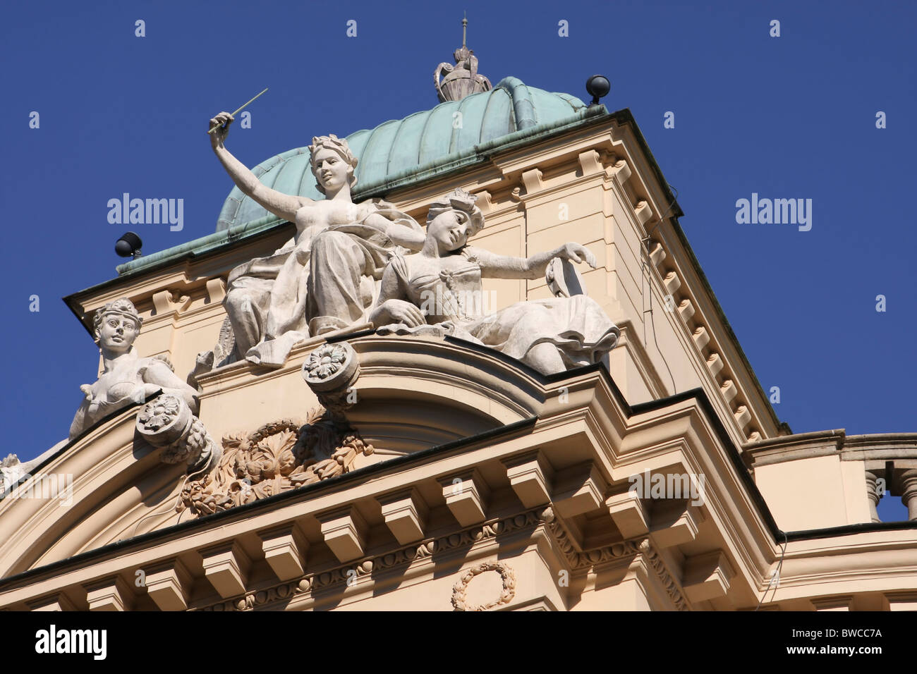 Statues on the Slowacki theatre in Cracow - Stock Image