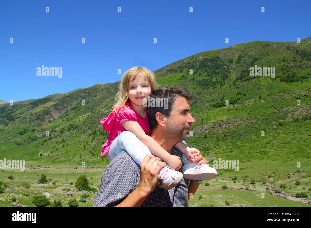 Explorer mountain little girl and father in green outdoor valley landscape - Stock Image