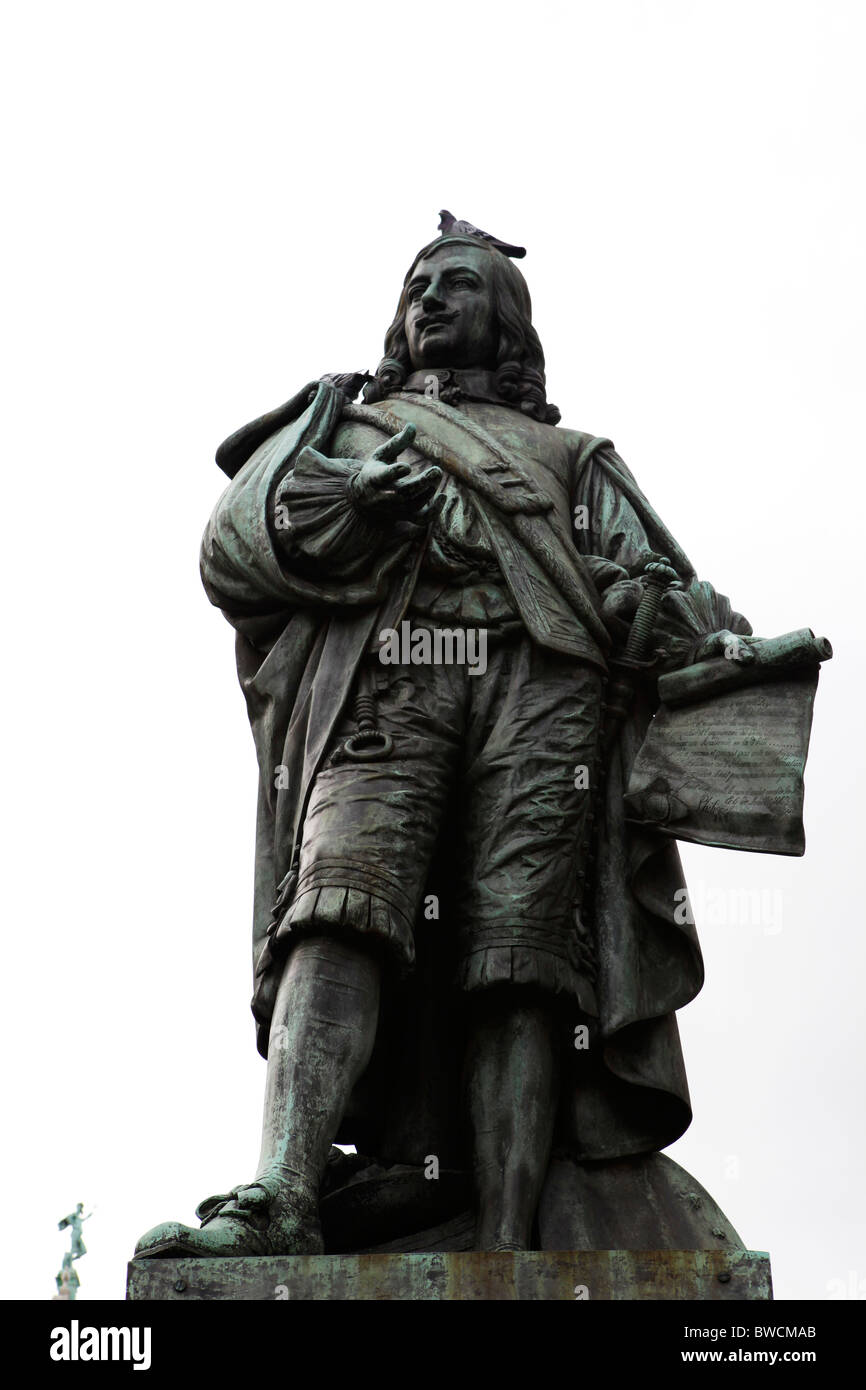 Statue of the artist David Teniers the Younger (1610 - 1690) on the Meir in Antwerp, Belgium. - Stock Image