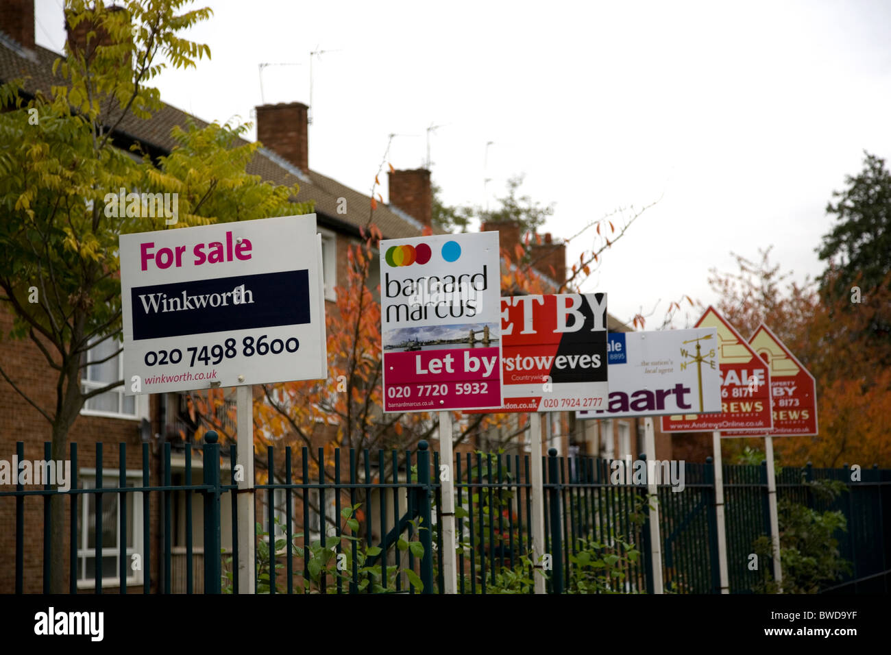 For Sale and Let signs on estate fence - Stock Image