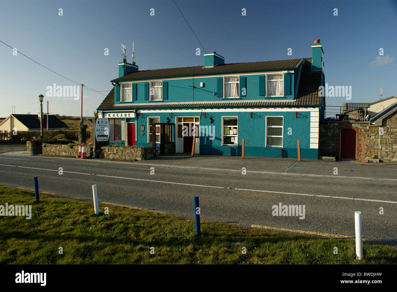 keane's oyster bar, restaurant & west clare visitor info centre, lisdeen, kilkee, county clare, ireland - Stock Image