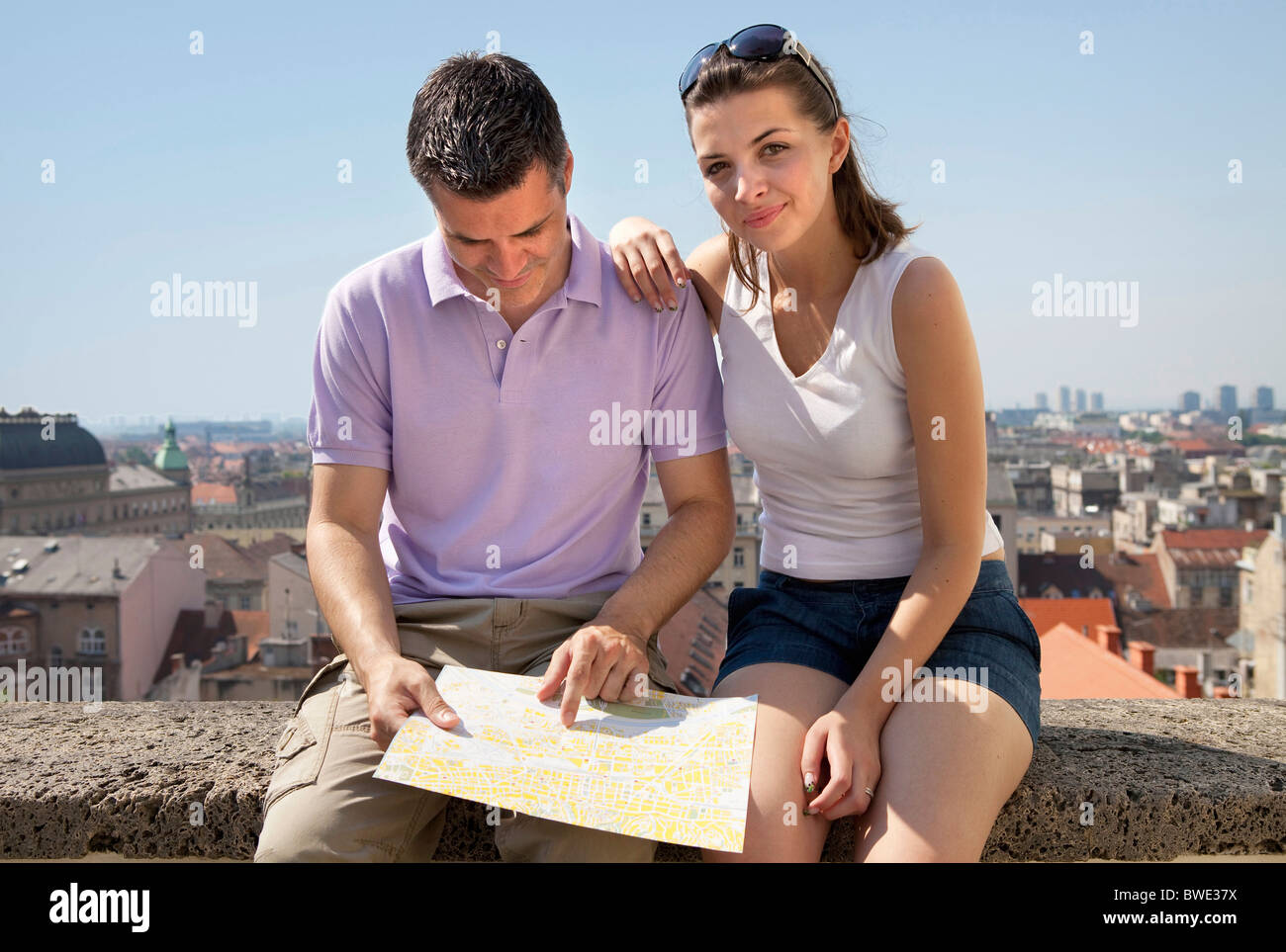 Young couple looking at map - Stock Image
