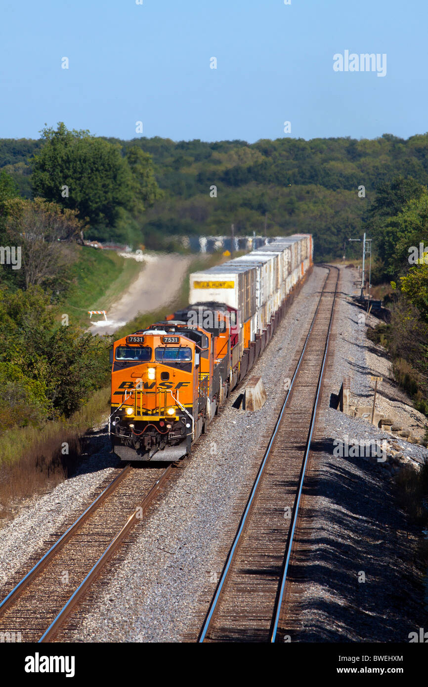 A BNSF Railway intermodal train in Illinois. - Stock Image