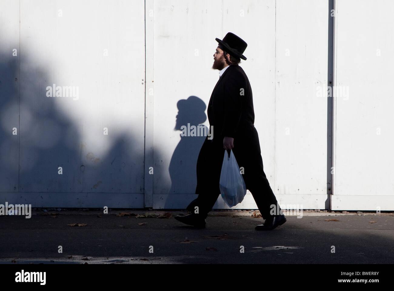 Orthodox Jewish man in Stamford Hill, North London - Stock Image