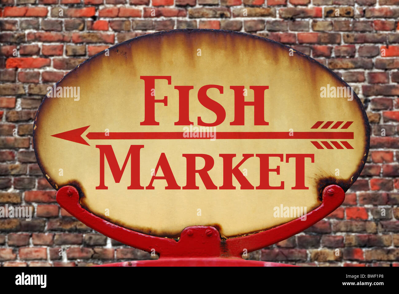 A rusty old retro arrow sign with the text Fish Market - Stock Image