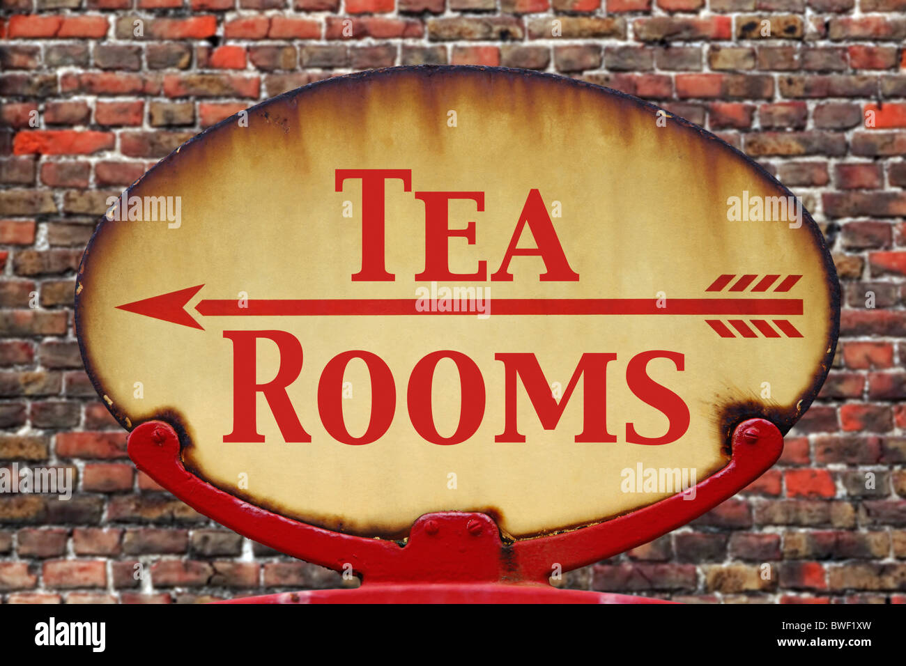 A rusty old retro arrow sign with the text Tea rooms - Stock Image