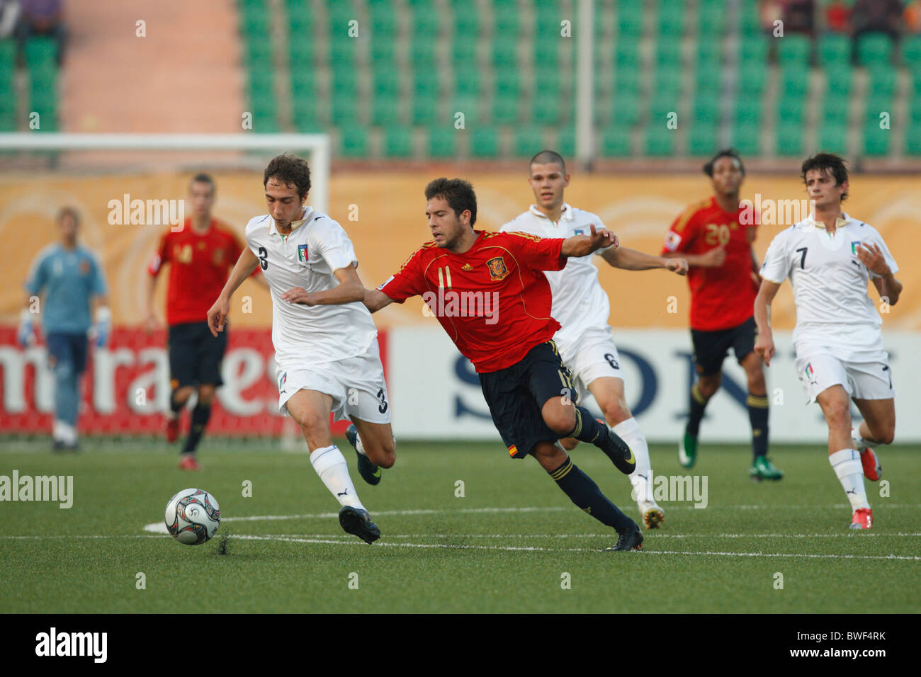 Antonio Mazzotta of Italy (l) controls the ball against Jordi Alba of Spain (r) during a 2009 FIFA U-20 World Cup - Stock Image
