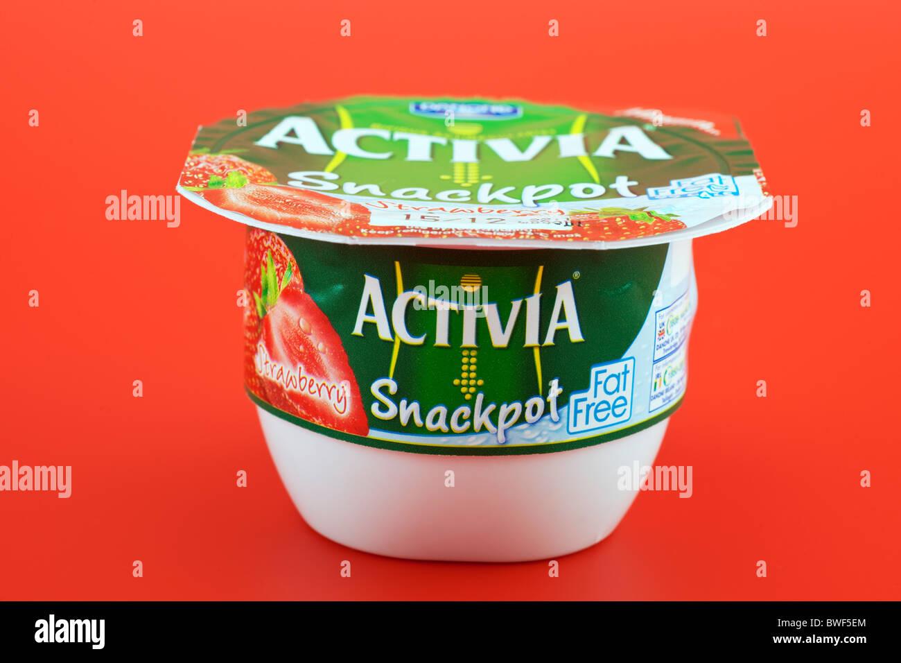 Tub of Strawberry flavoured fat free Danone Activia Stock Photo