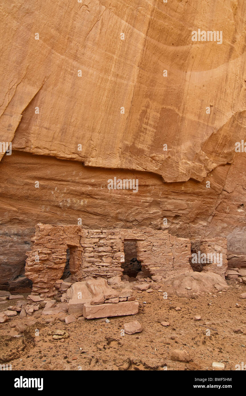 HOUSE OF MANY HANDS, about 1500 years old ruins of Native American Indians, Mystery Valley, Arizona, USA - Stock Image