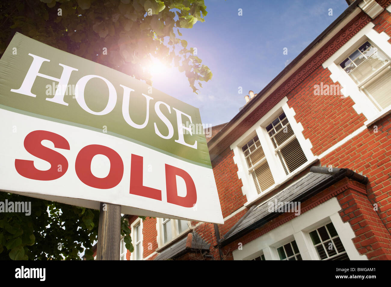 House with SOLD notice - Stock Image