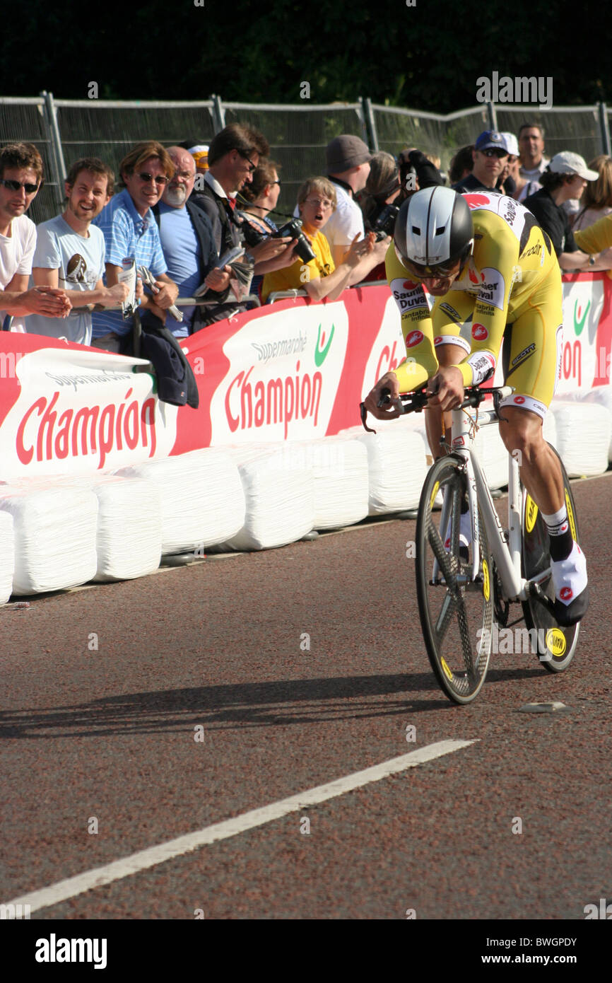 David Millar riding in the Tour de France prologue in London - Stock Image 09b572427