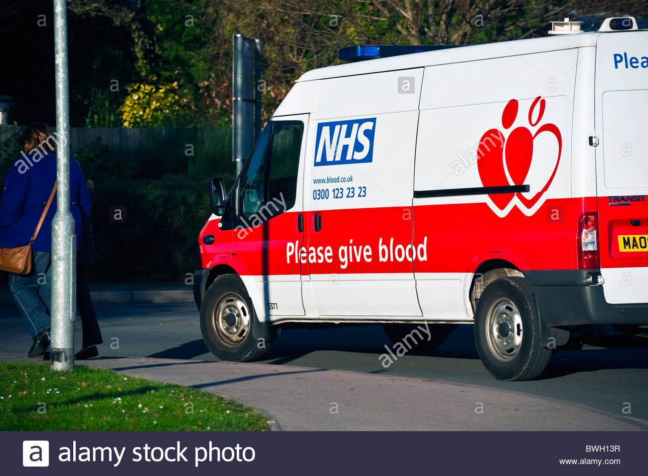 Blood donor van, UK. NHS vehicle please give blood. - Stock Image