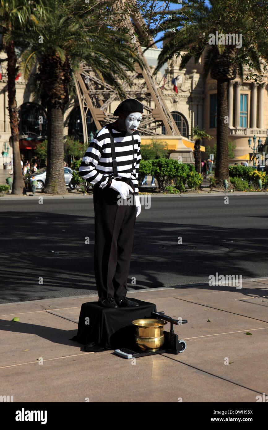 Street artist on Las Vegas Boulevard - Stock Image