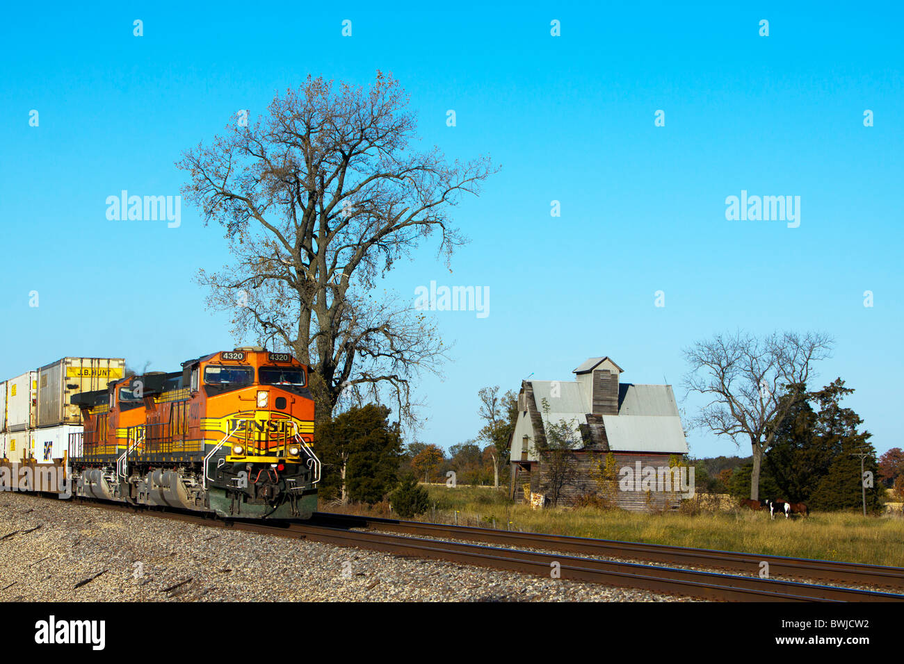 A BNSF Railway intermodal freight train in Illinois. - Stock Image