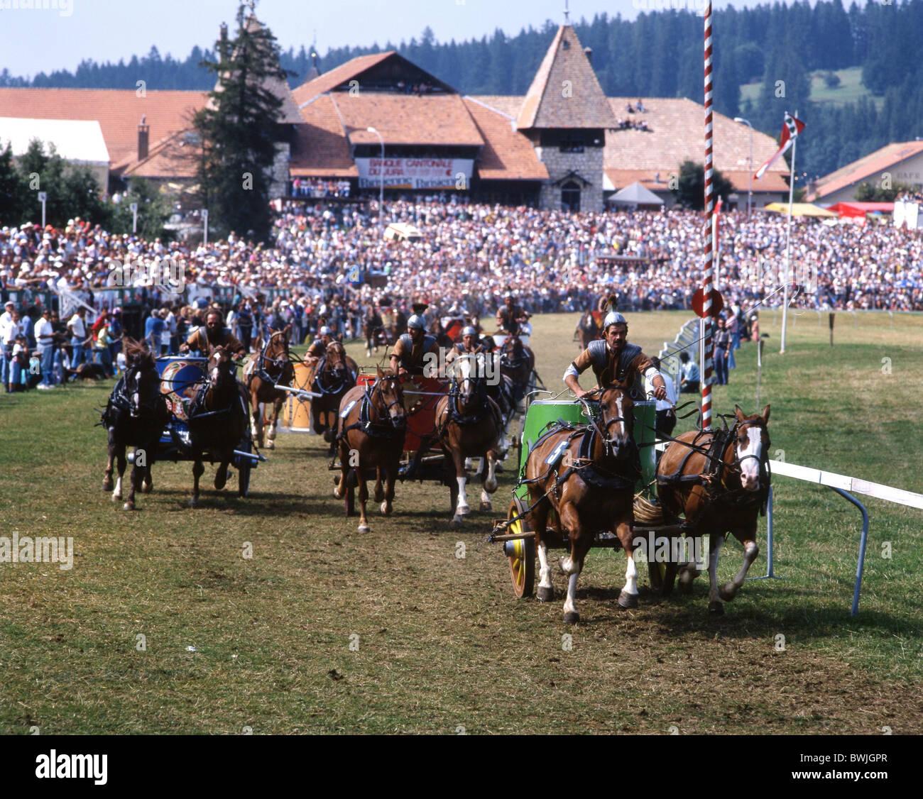 horse-racing Marché-Concours national des chevaux car runnings spectators competition Roman show party fête - Stock Image