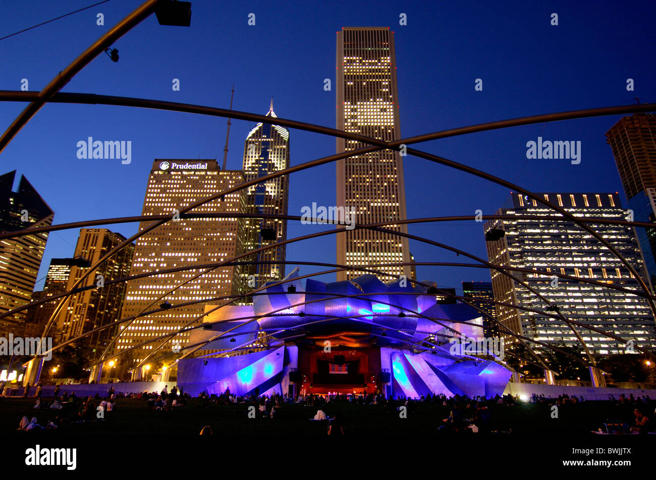 Jay Pritzker Pavilion from Frank Gehry at night night architecture moulder art skill culture person dusk tw - Stock Image