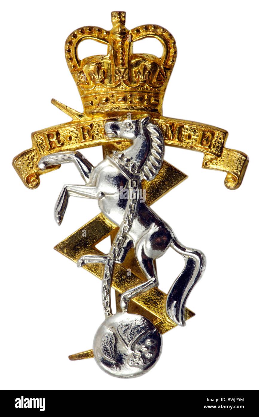 British army R.E.M.E Royal Electrical and Mechanical Engineers Cap badge  close up fee3cfbdf18b