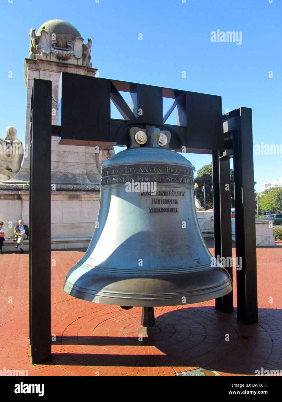 Freedom Bell and Columbus Monument, outside Union Station, Washington DC, USA - Stock Image