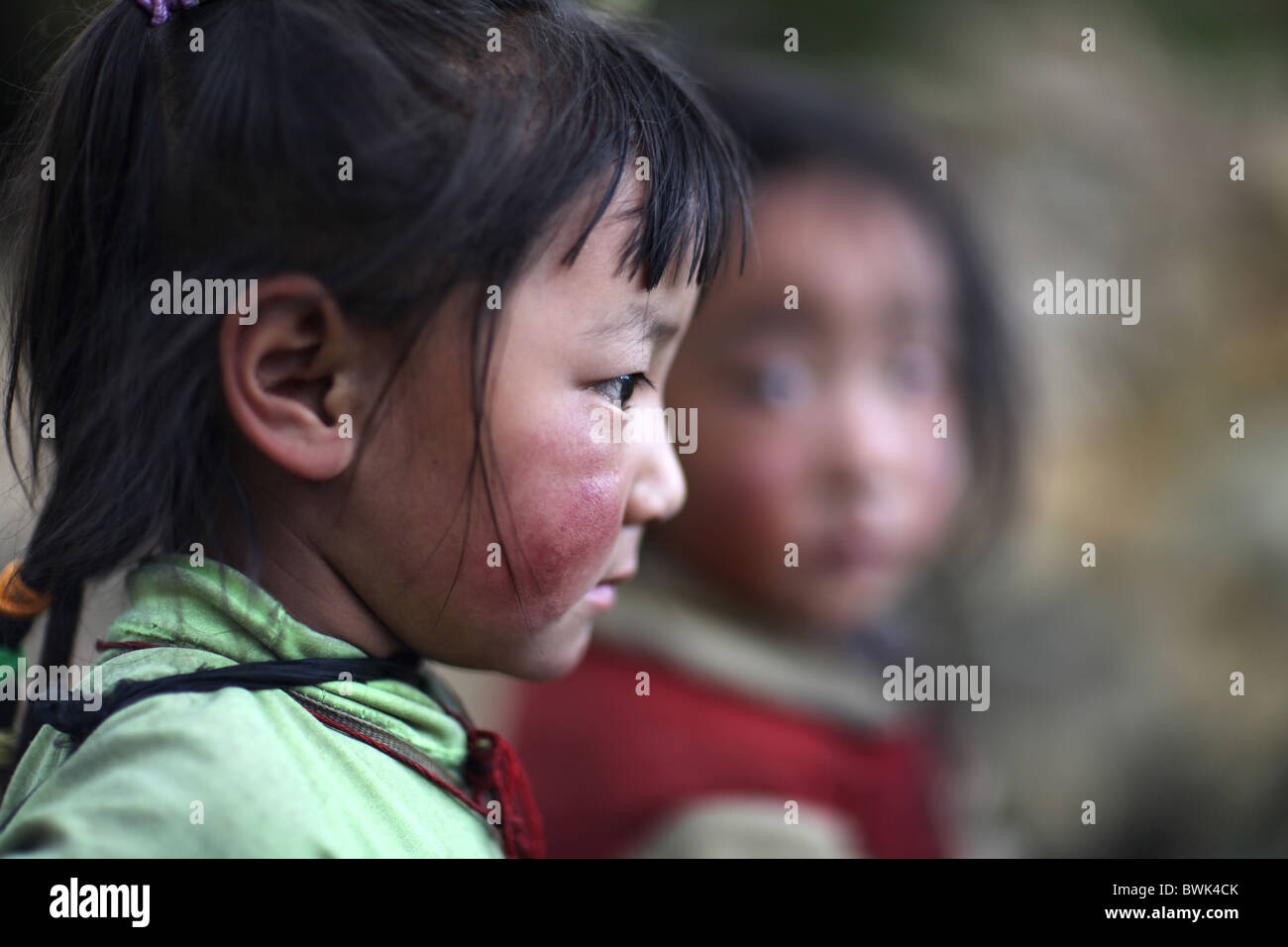 Local tibetan children in Litang, Sichuan province, southwest China - Stock Image
