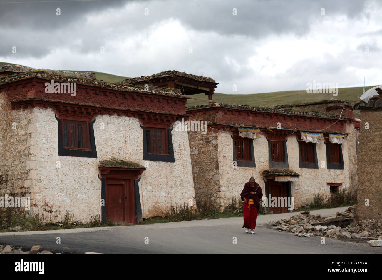 A monk in the village around Litang, Sichuan province, southwest China - Stock Image
