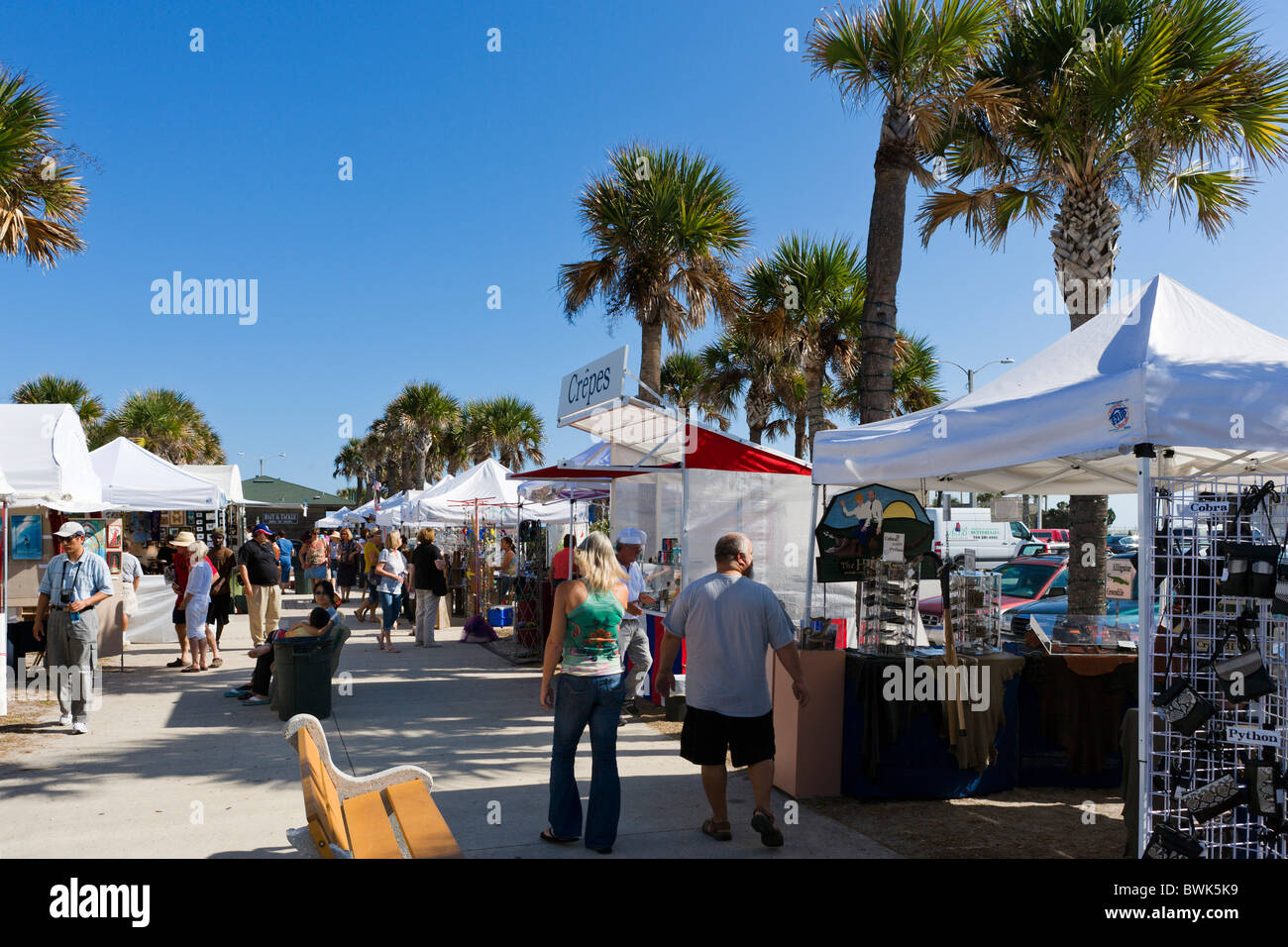 Sunday craft market by the pier at St Augustine Beach, Anastasia Island, St Augustine, Florida, USA - Stock Image