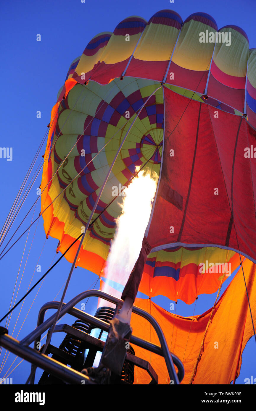 Burner with flash fire filling hot-air balloon, Upper