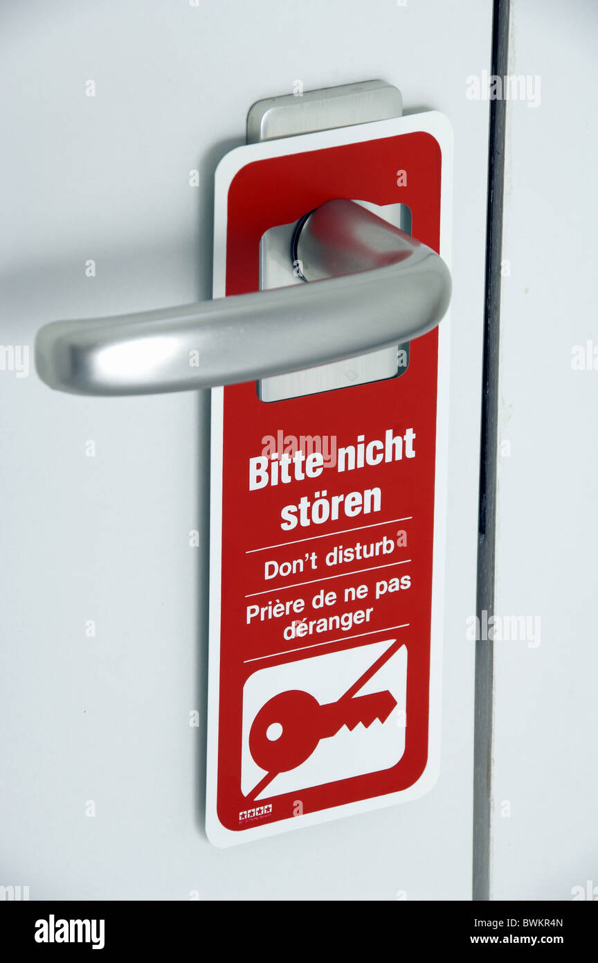 room service request Not to sturgeons Please Th need want Disturb Red sign shield board door door hotel ho - Stock Image