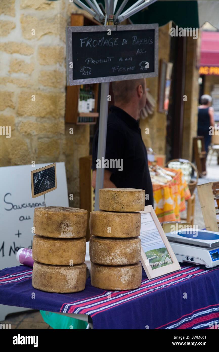 Cheese stall, Sarlat market, Dordogne, France - Stock Image