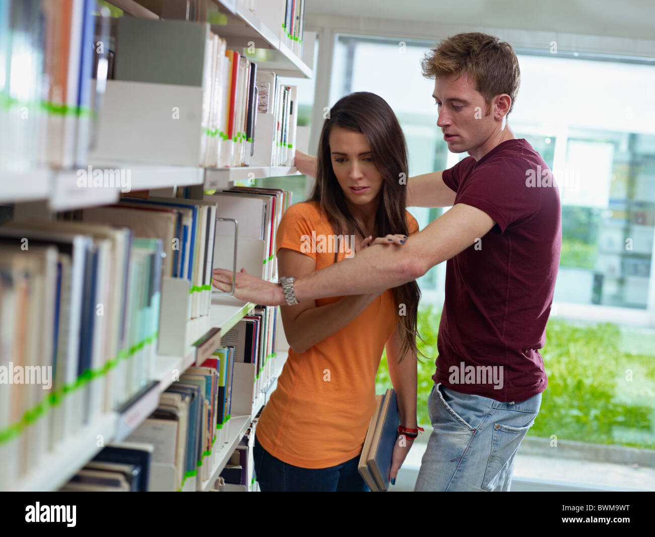 two caucasian students leaving each other. Horizontal shape, side view, waist up - Stock Image