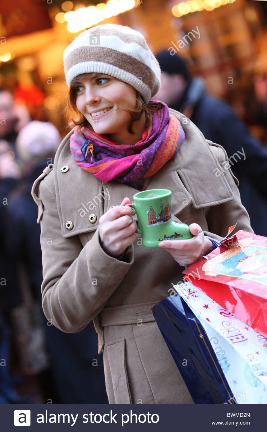 woman shopping on x-mas in city - Stock Image