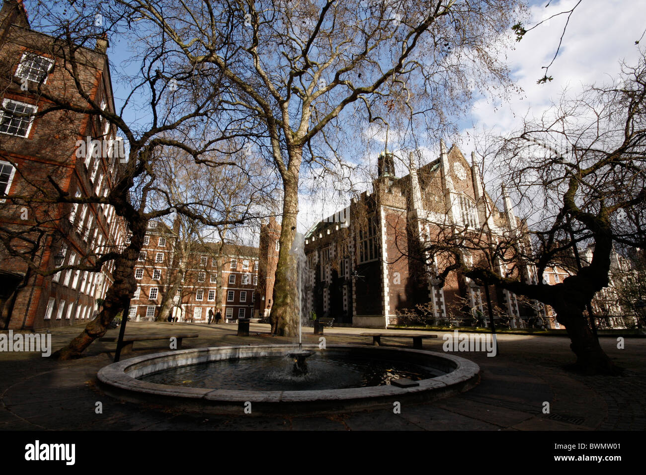 Fountain Court and Middle Temple Hall in the legal quarter of Middle Temple just off London's Fleet Street - Stock Image