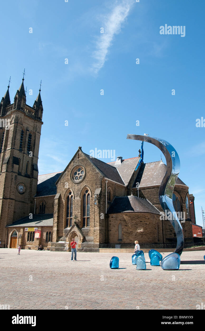 St John the Evangelist church with 10.5 metre high sculpture named The Wave designed by Lucy Glendinning in Blackpool - Stock Image