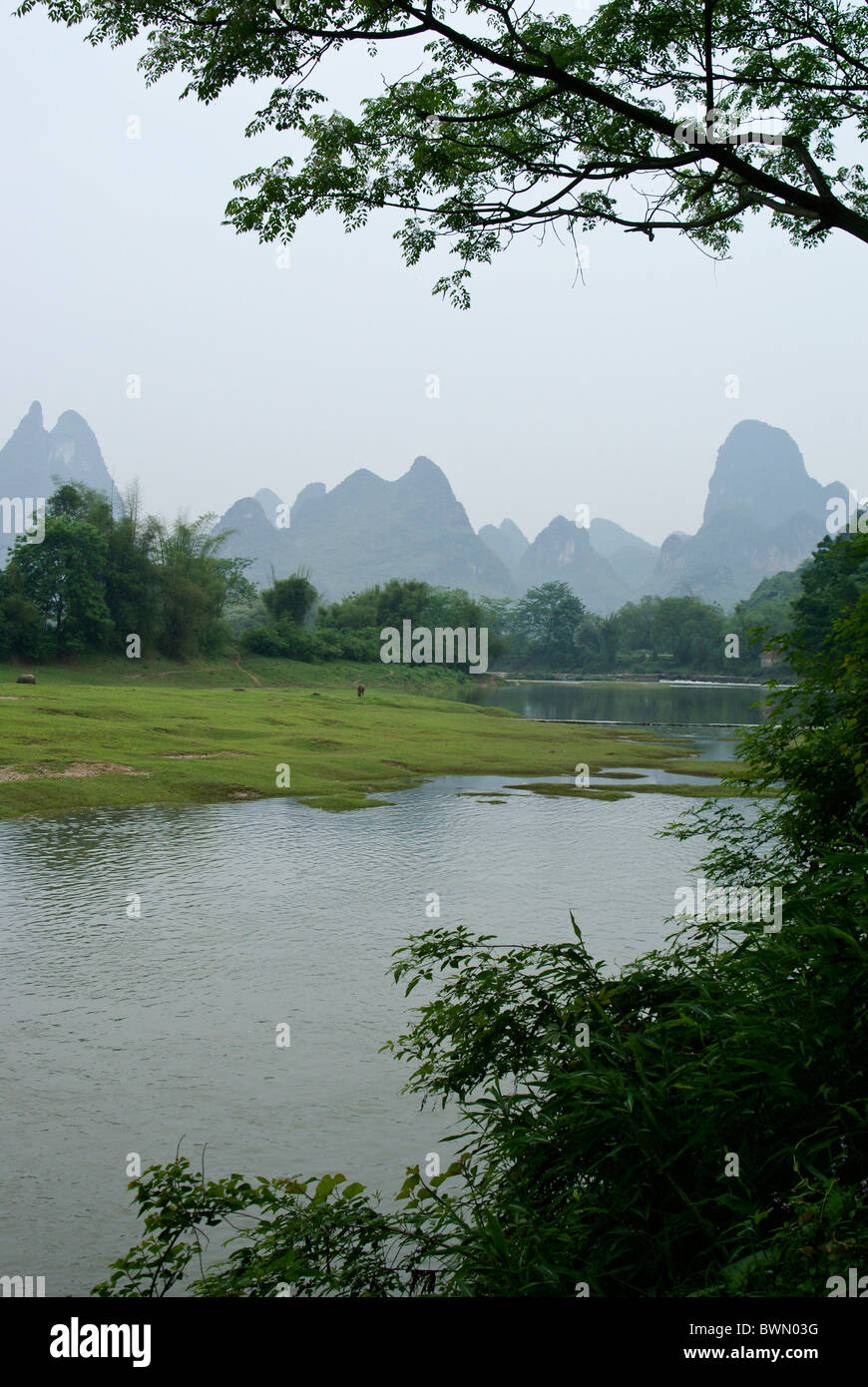 Karst mountains and Li River at Fuli, Guangxi, China Stock Photo